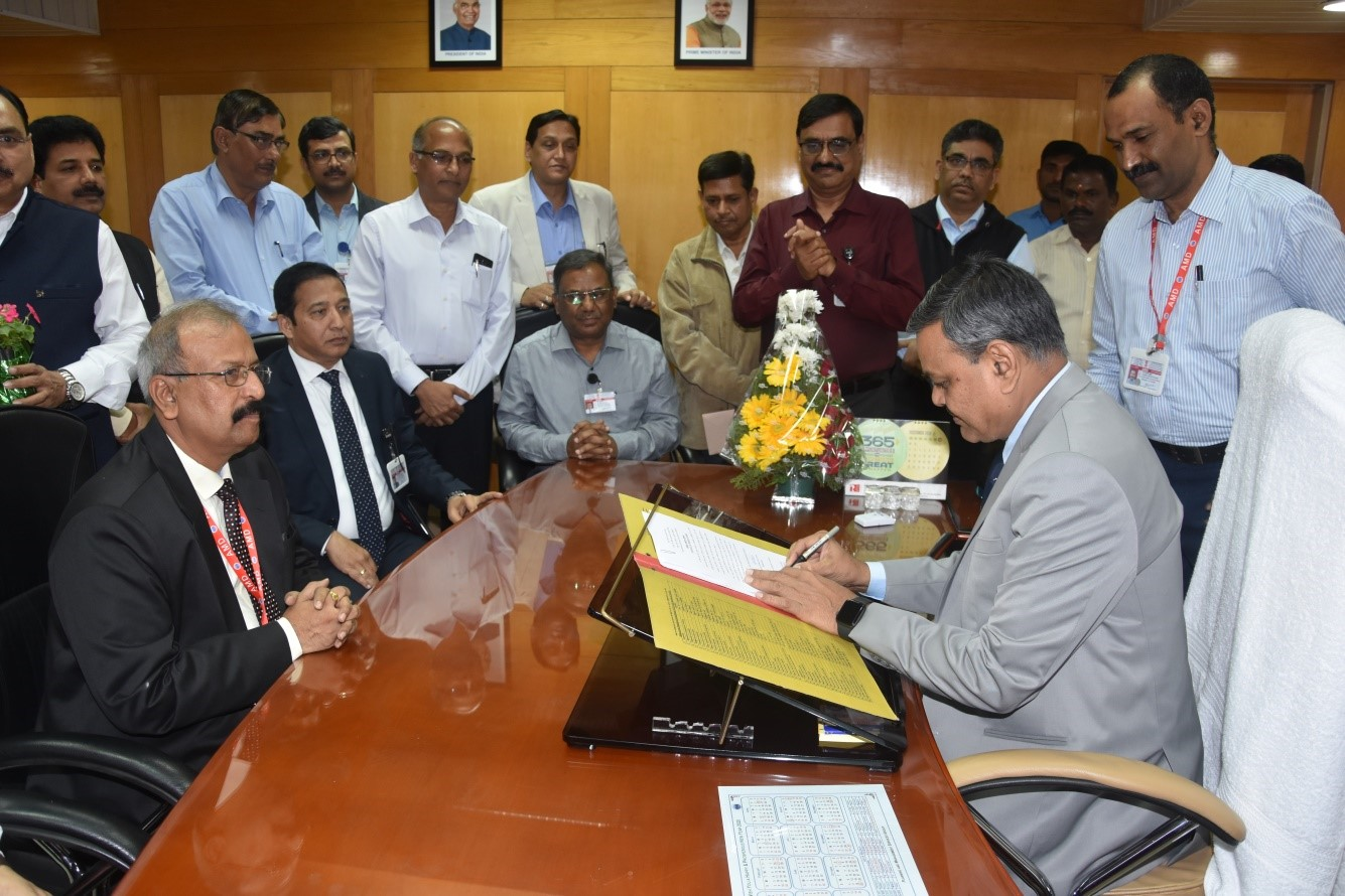 Shri M. B. Verma, Director, AMD, relinquishing charge and Dr. D.K. Sinha, assuming the charge of the Director, AMD